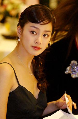 """kim tae hee: """"binh hoa di dong"""" dac biet cua khan gia - 2"""
