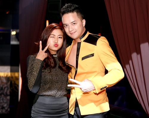 cao thai son duoc fan nu om hon tren san khau - 4