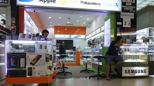 khach viet quy goi xin hoan tien iphone 6 tai singapore - 2
