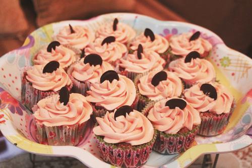 thuong thuc chocolate cupcake - chut ngot ngao dau dong - 8