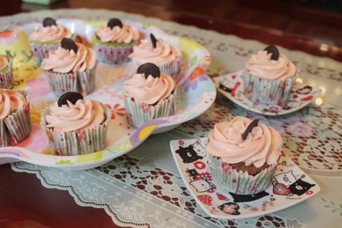 thuong thuc chocolate cupcake - chut ngot ngao dau dong - 10
