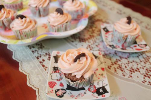 thuong thuc chocolate cupcake - chut ngot ngao dau dong - 9