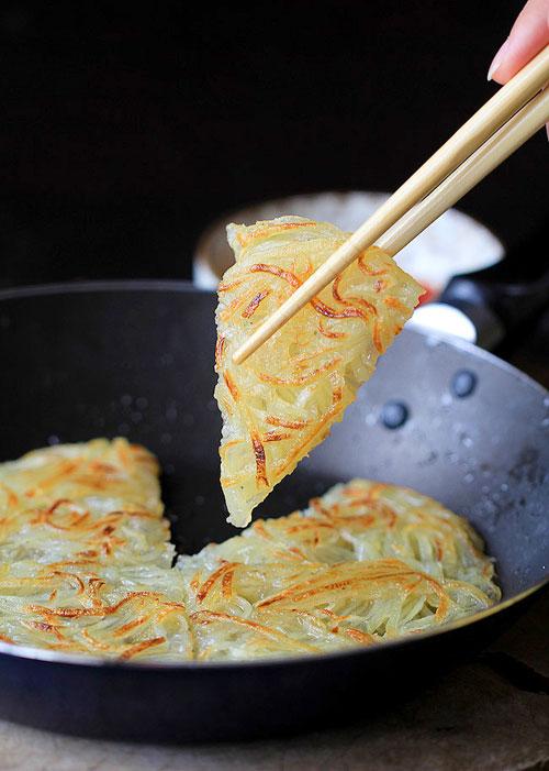 lam banh pancake khoai tay chi trong 15 phut - 4