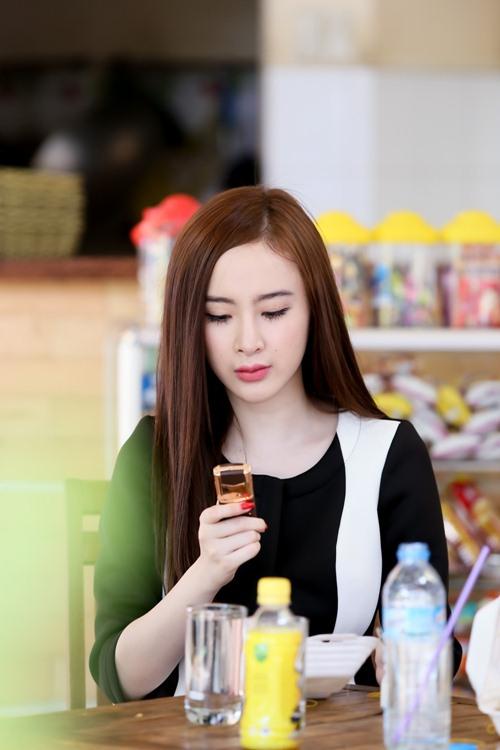 angela phuong trinh xinh dep ghe hang xoi cua me - 12