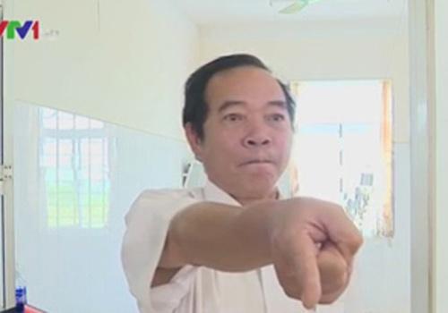 giang chuc gd benh vien uong ruou, can tro phong vien - 1