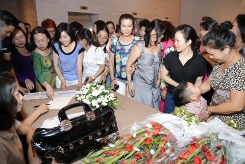 dam vinh hung lam liveshow chi 800 khan gia - 11