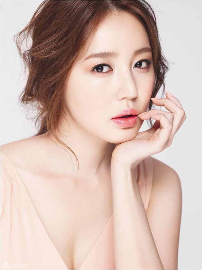Được coi là 'nữ hoàng drama' của xứHàn,Yoon Eun Hyeluôn được người ta nhắc đến với những vai diễn thần tượng đẹp long lanh và chiếm được cảm tình của đông đảo khán giả.