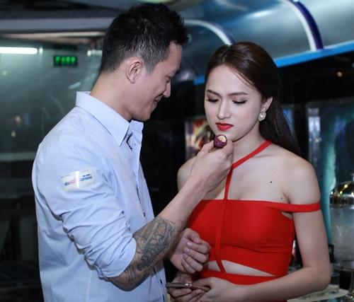 ban trai viet kieu cham soc huong giang chu dao - 5