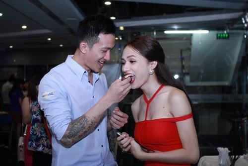 ban trai viet kieu cham soc huong giang chu dao - 6