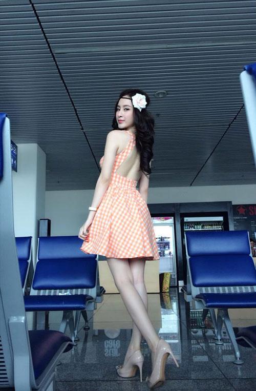 angela phuong trinh dieu tren muc can thiet tai san bay - 10