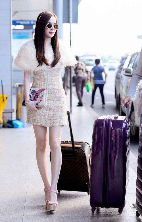 angela phuong trinh dieu tren muc can thiet tai san bay - 1