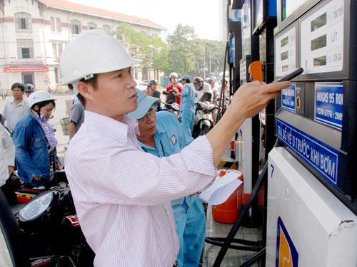 Từ 11h trưa nay, xăng giảm tiếp 1.141 đồng/lít-1