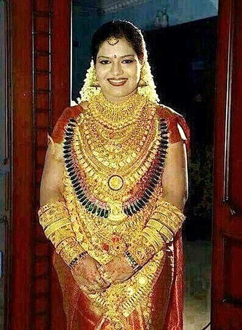 Cô dâu đeo kín vàng trị giá hơn 13 tỷ đồng trong lễ cưới-1