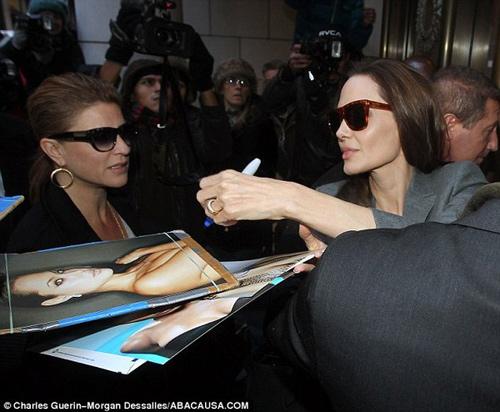 """""""Zoom"""" nhẫn cưới kim cương của Angelina Jolie-4"""