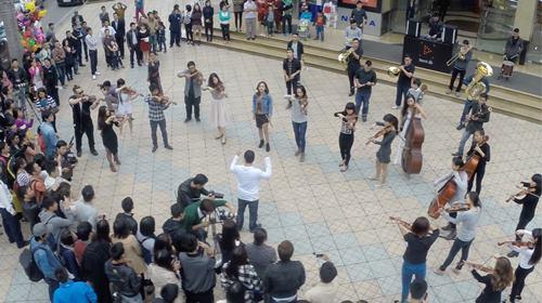 nhac giao huong flashmob duong pho gay chu y - 3