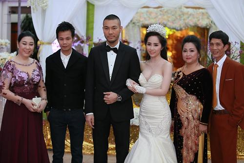 Doãn Tuấn hôn Quỳnh Nga say đắm trong ngày cưới - 17