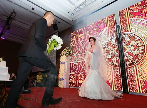Doãn Tuấn hôn Quỳnh Nga say đắm trong ngày cưới - 9