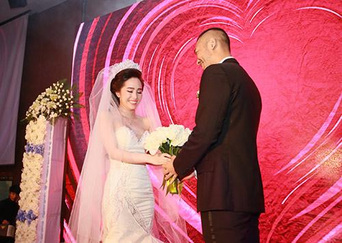 Doãn Tuấn hôn Quỳnh Nga say đắm trong ngày cưới - 10