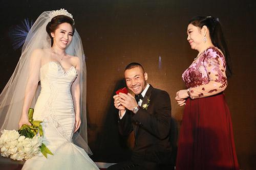 Doãn Tuấn hôn Quỳnh Nga say đắm trong ngày cưới - 1