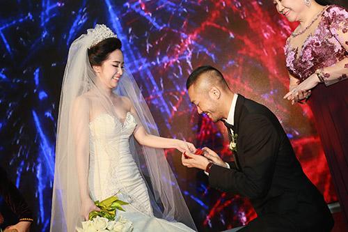 Doãn Tuấn hôn Quỳnh Nga say đắm trong ngày cưới - 2