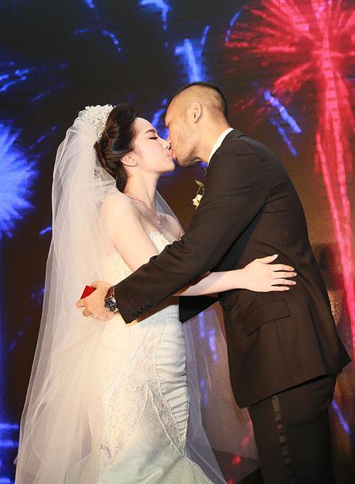 Doãn Tuấn hôn Quỳnh Nga say đắm trong ngày cưới - 3