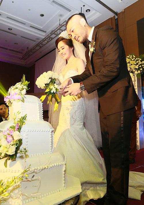 Doãn Tuấn hôn Quỳnh Nga say đắm trong ngày cưới - 5