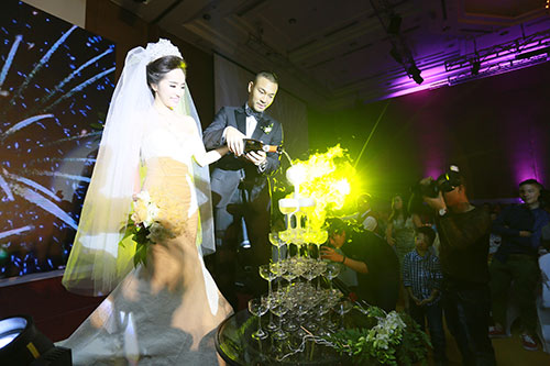 Doãn Tuấn hôn Quỳnh Nga say đắm trong ngày cưới - 6