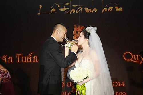 Doãn Tuấn hôn Quỳnh Nga say đắm trong ngày cưới - 7
