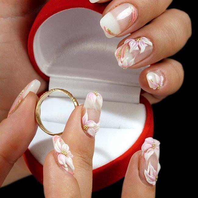 Đừng bỏ quên móng tay của bạn trong list những việc cần chuẩn bị cho một sự kiện đặc biệt như là đám cưới tuyệt vời. Thực tế móng tay còn có thể tiết lộ cá tính của bạn một cách rõ ràng nhất, đó là lí do vì sao ngày càng nhiều cô dâu xinh đẹp chăm chút kĩ cho bộ móng ngày cưới của mình.