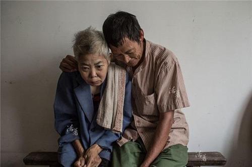 nhung buc anh ve tinh nghia phu the lay dong long nguoi - 8