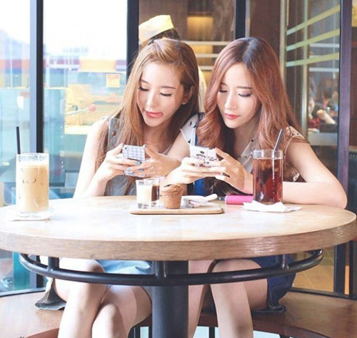 cap chi em song sinh tao 'song' vi giong het my nu han - 5