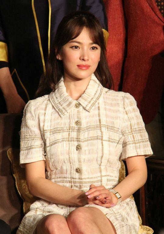 song hye kyo mat lanh lung ben chuong tu di - 1