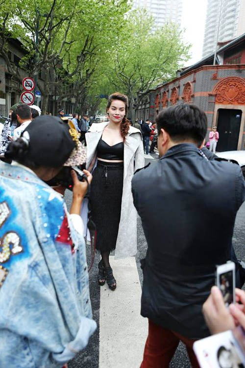 ai duoc san don nhat tham do vn fashion week - 3
