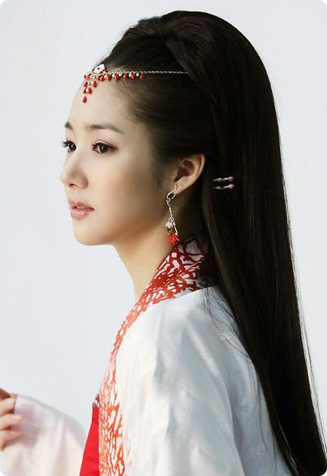 Park Min Young lúc nào cũng nổi bật nhờ gương mặt đẹp, làn da trắng mịn màng và thân hình gợi cảm