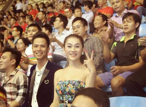 Lâm Chi Khanh gợi cảm đi xem bóng đá - 2