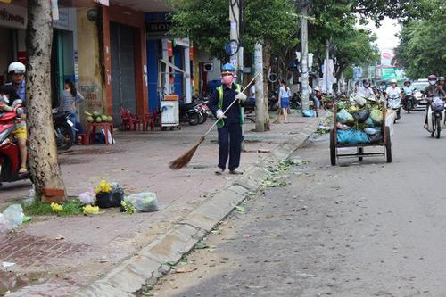 Phú Yên – Bình Định: Nhà sập, cây xác xơ sau bão số 4 - 9