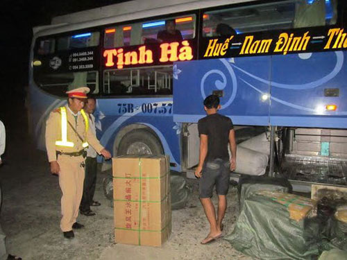 xe khach lén lut cho hon 250kg noi tang thoi - 3