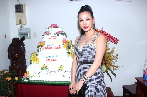 mc thanh bach khoe me trong tiec sinh nhat - 8