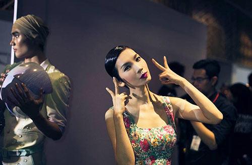 "angela phuong trinh len tieng ve hinh anh nu than ""gay sot"" - 2"