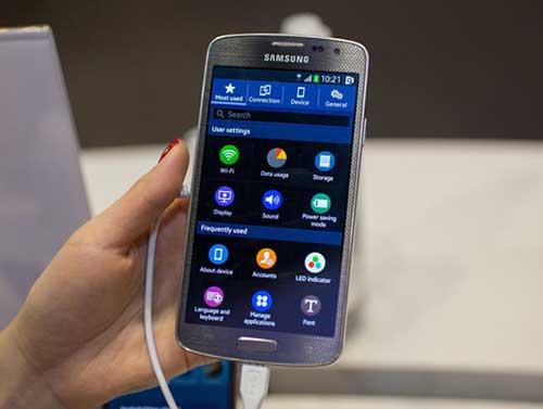 smartphone tizen cua samsung ban vao cuoi thang, gia hon 2 trieu dong - 1
