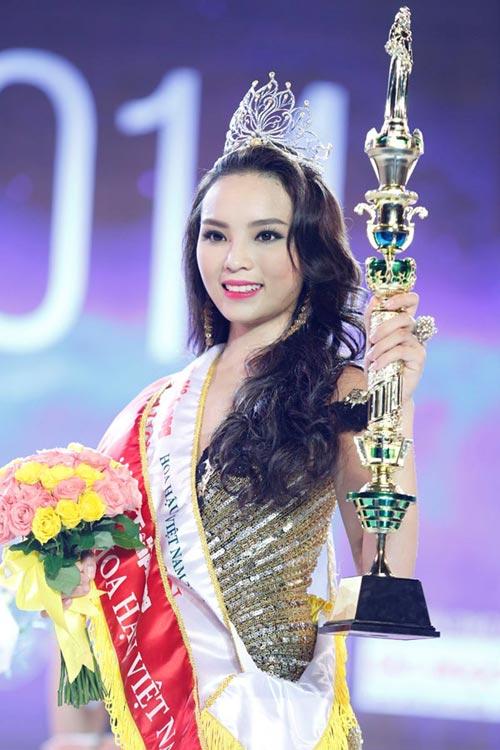 """nhan sac cac """"dan chi"""" lan luot tan hoa hau - 3"""