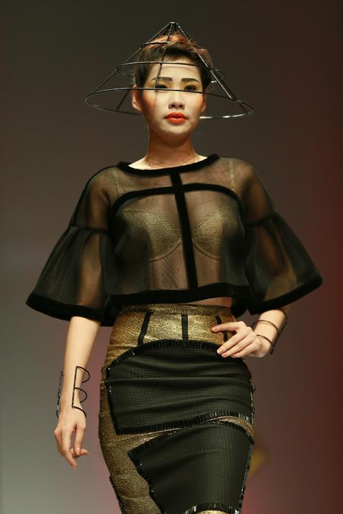 thuy dung doi vong hoa khong lo len san dien - 15