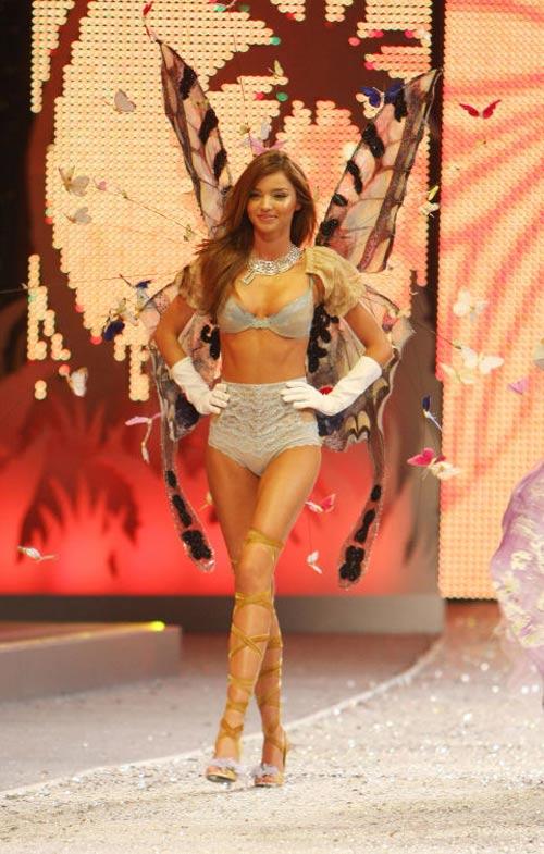 """su """"tien hoa"""" cua victoria's secret show qua tung nam - 11"""