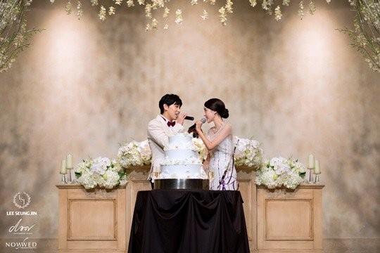 sungmin (suju) hanh phuc ben co dau trong ngay cuoi - 11