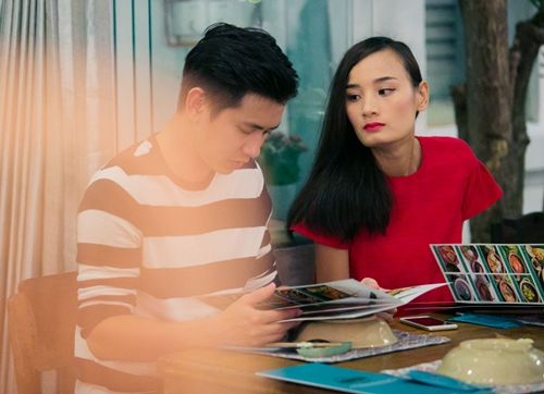 chong sap cuoi nam chat tay le thuy tren pho - 2