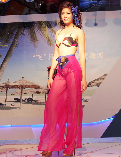 bat ngo it ai biet cua nguyen thi loan o top 25 miss world - 7