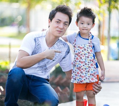 dang khoi tham gia hoat dong ngoai khoa cung con trai - 1
