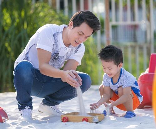 dang khoi tham gia hoat dong ngoai khoa cung con trai - 5