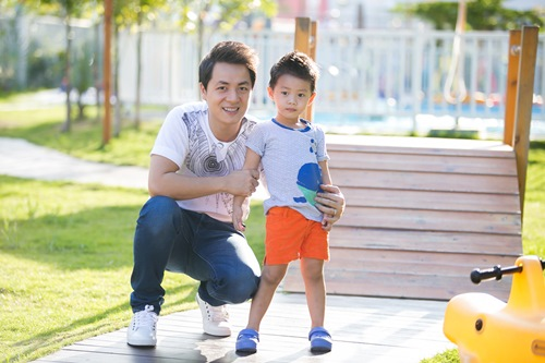 dang khoi tham gia hoat dong ngoai khoa cung con trai - 8