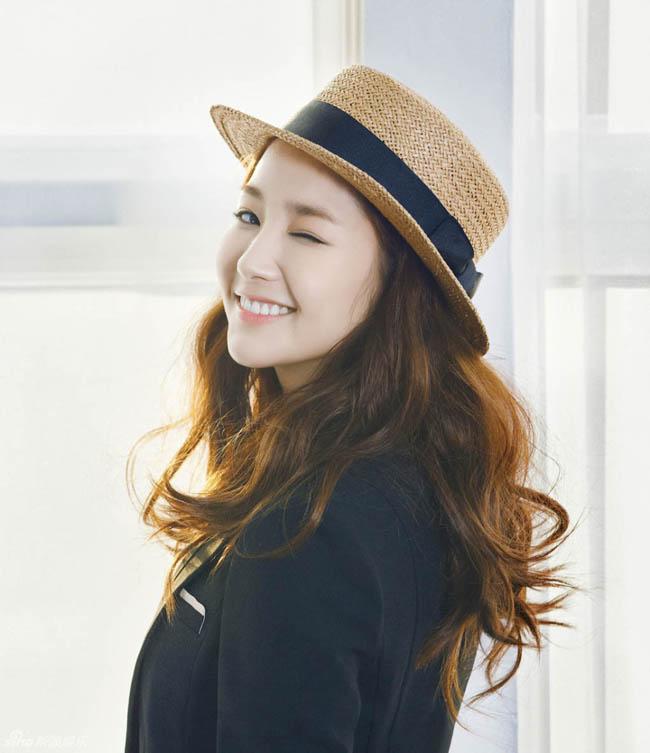 Vẻ đẹp thiên thần của Park Min Young là hình tượng của nhiều chị em phái đẹp. Cô nàng luôn biết tận dụng những ưu điểm của bản than để đẹp tự tin trong mối Shoot hình